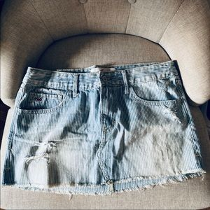Hollister mini skirt!